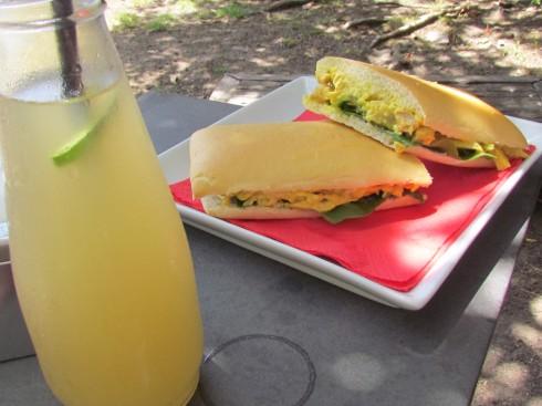 "Chicken Curry Sandwich at ""Lentas Maravillas"""