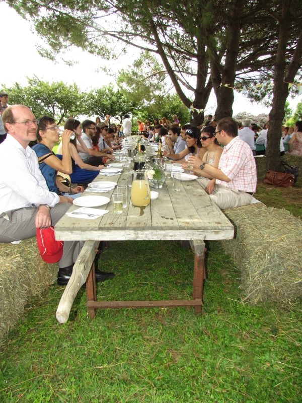 Dining on bales of hay and eating off the old wagons once used to move them. Genius!